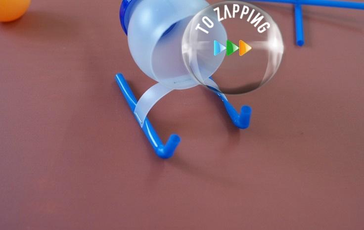 Helicóptero de juguete con botella de plástico