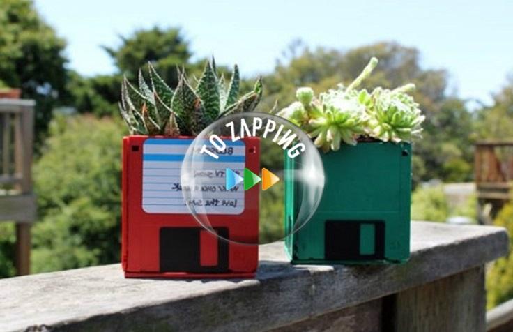 Macetas con disquetes reciclados