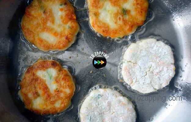 Tortitas de restos de puré de patatas con queso