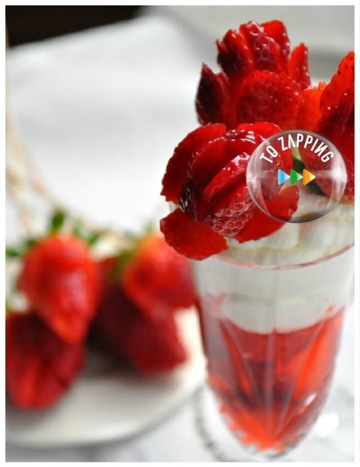 Fresas con nata en forma de ramo de rosas