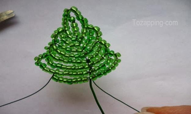 Final de tejer hojas Uvas hechas con cuentas