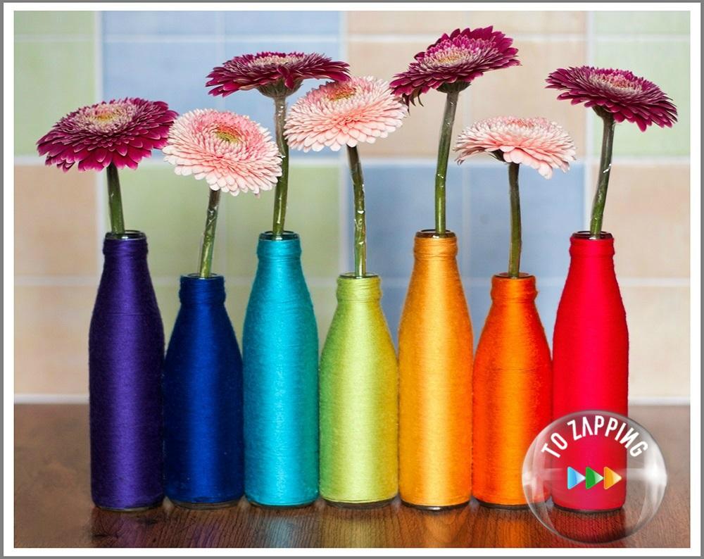 Floreros reciclados con botellas y lana de colores