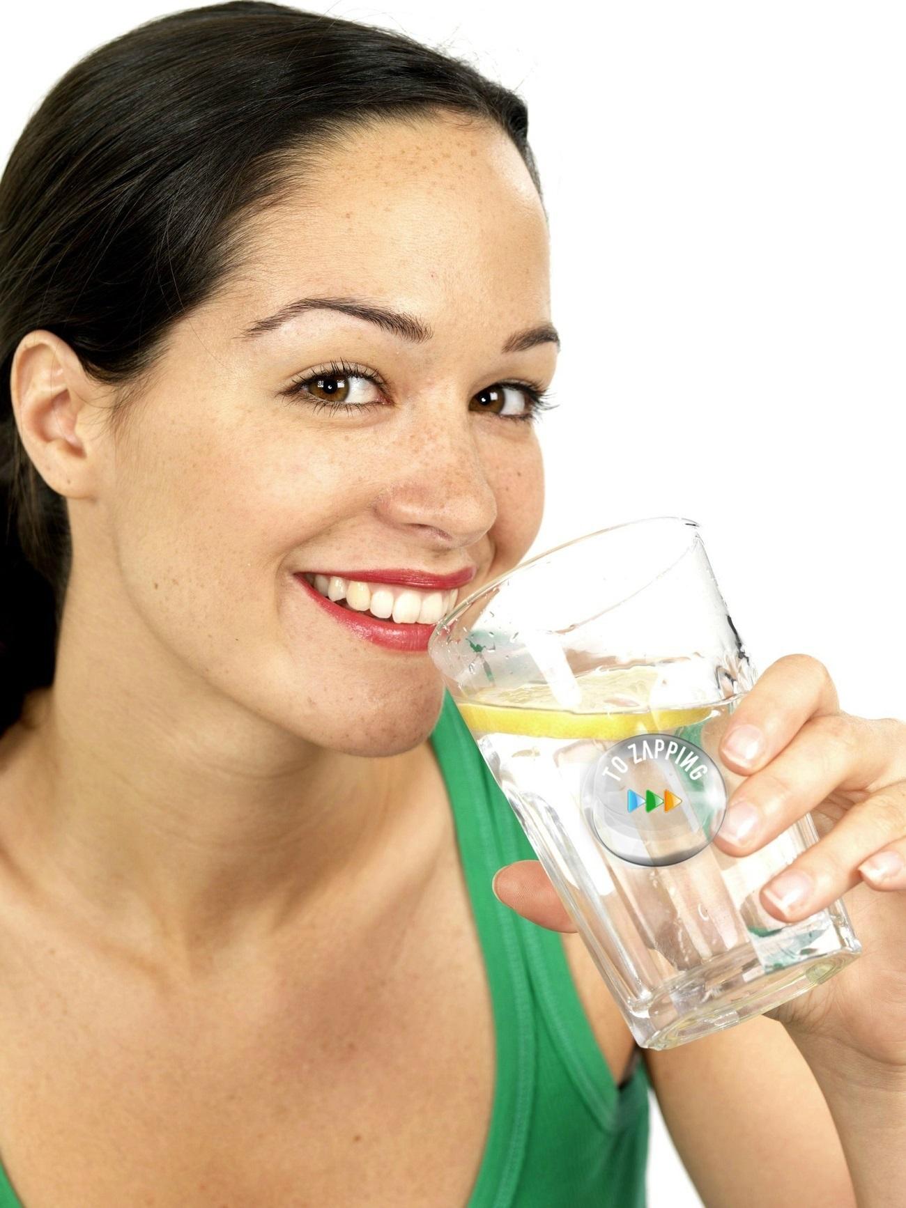 Los Beneficios De Beber Agua Tíbia Con Limón En Ayunas