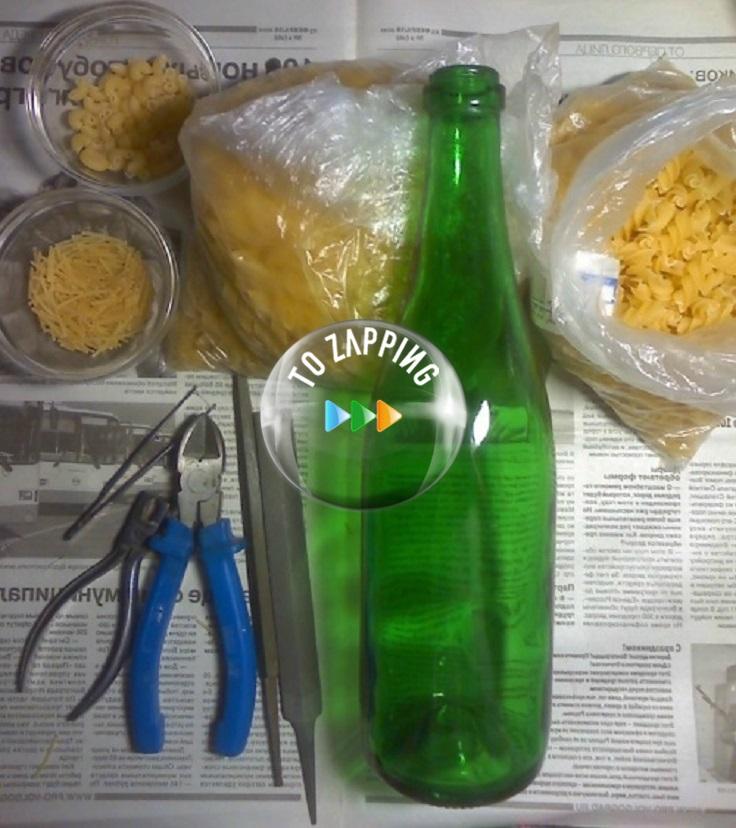 Florero con botellas de cristal