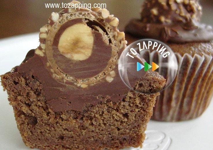 Delicioso cupcake de crema de chocolate y bombón